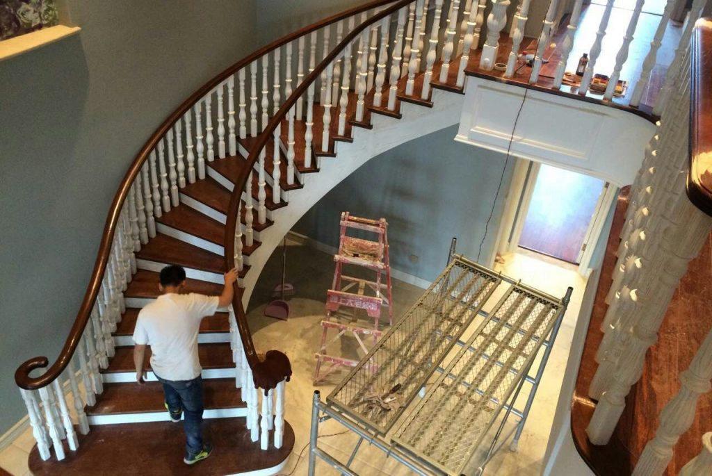 鸿基美国红橡木西安厂家直销实木旋转楼梯-鸿基楼梯