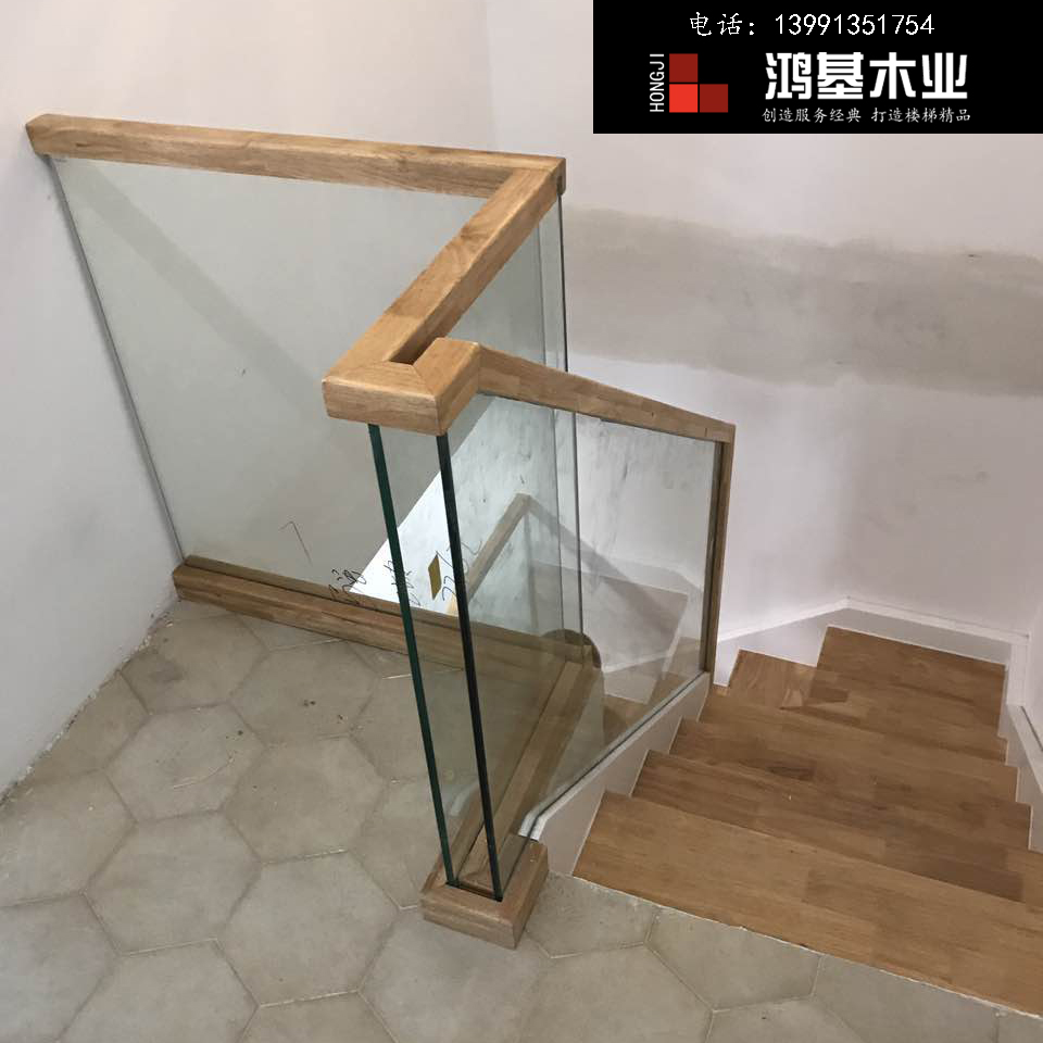 (西安市厂家直销实木楼梯)泰国橡胶木定制玻璃护栏实木楼梯-鸿基楼梯