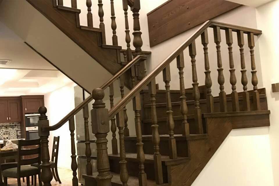 (西安市厂家直销实木楼梯)美国红橡木定制实木楼梯