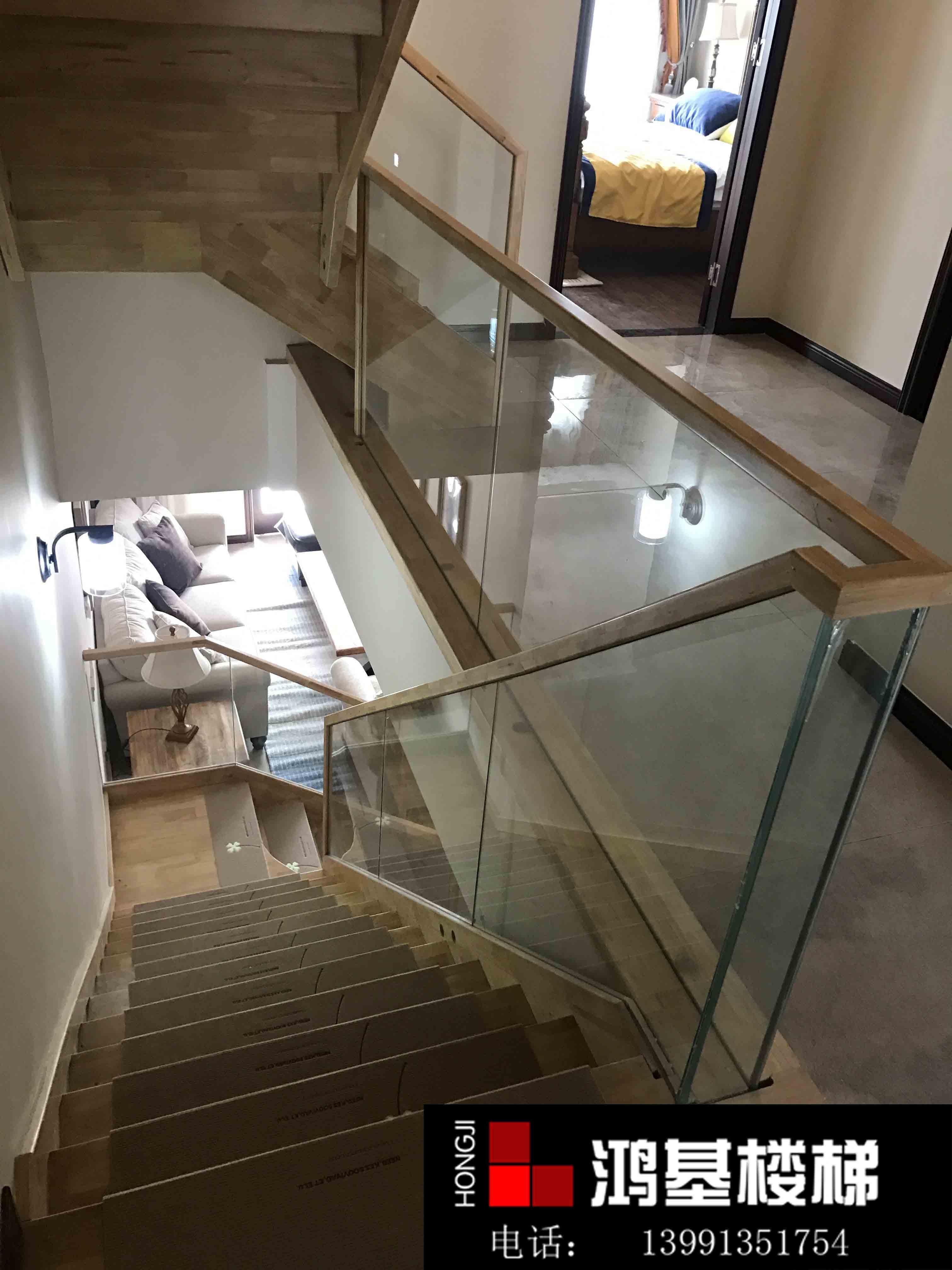 简约式玻璃楼梯-鸿基楼梯