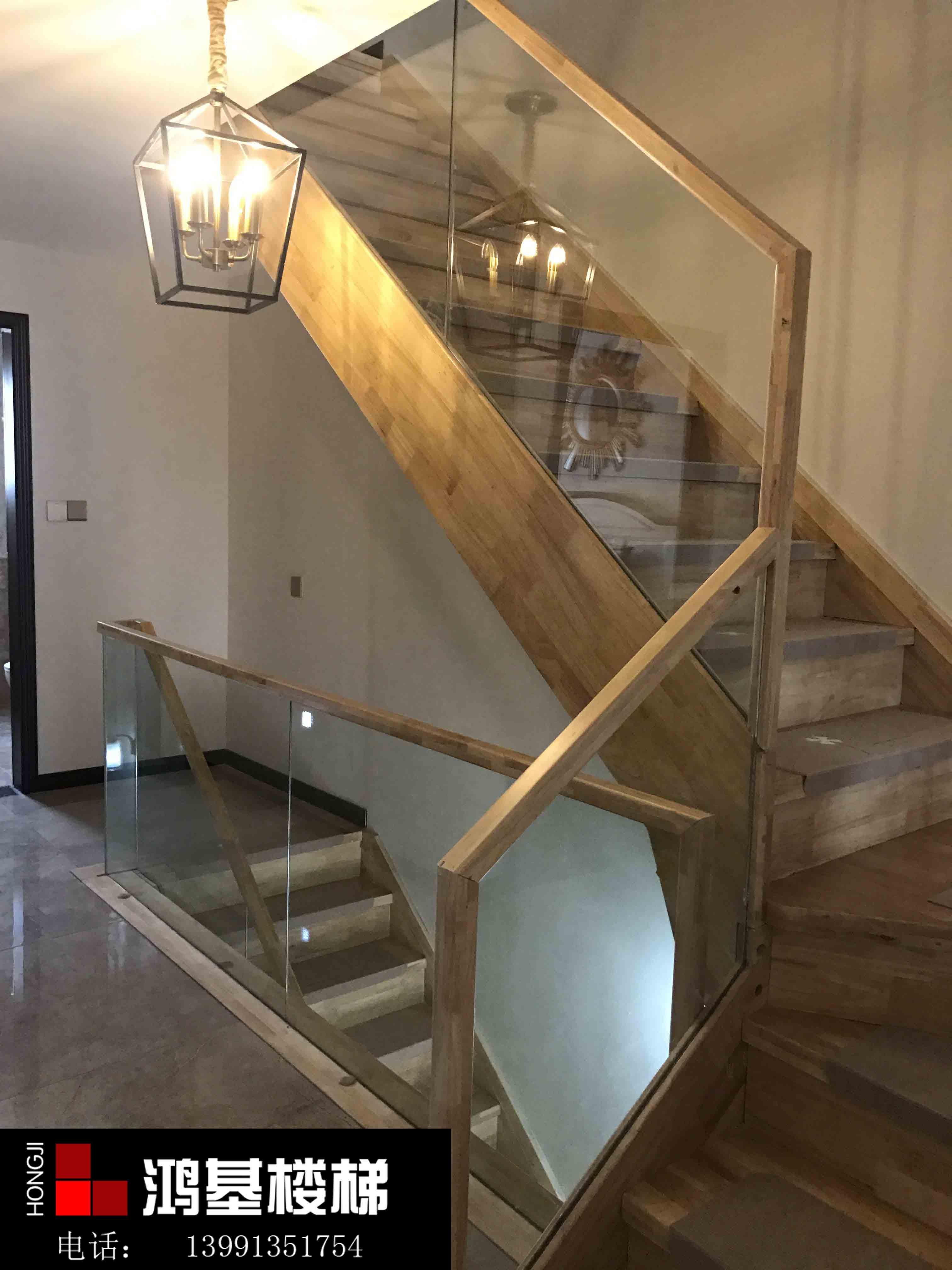 简约式玻璃楼梯